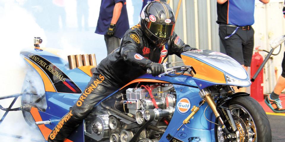 Volle Konzentration am Start: Der fünffache Europameister Ian King stellt vor jedem Rennen die Komponenten seines Drag Racers mit Hilfe exakter Messdaten vom Getriebeausgang optimal aufeinander ein.