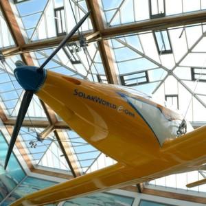 Premiere für zwei Solarflugzeuge