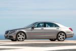 Klassische Proportionen einer Limousine: Die Motorhaube ist sehr lang, das Dach fällt nach hinten dennoch leicht coupéhaft ab.
