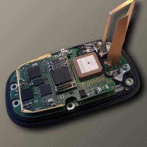 Die intelligente Dachantenne ist ein Multibandantennensystem, das die Dienste GSM/3G/LTE, GPS und Car?to?Car (C2C) in einem einzigen Modul vereint