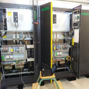 Die Quelle-Senke mit Netz-Rückspeisung HQSR8 ist für Leistungen von 10 kW bis zu mehreren 100 kW konzipiert