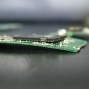 Schwerer Hardwarefehler bei einer SSD: Die Leiterplatte ist gebrochen.