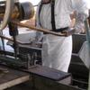 Hautbelastungen bei der Holzimprägnierung mit Teeröl messen