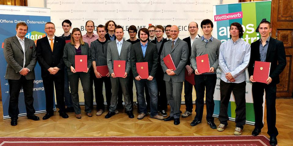 """Frauenministerin Gabriele Heinisch-Hosek überreichte die Urkunden an die Preisträgerinnen und Preisträger des """"apps4austria""""-Wettbewerbs"""