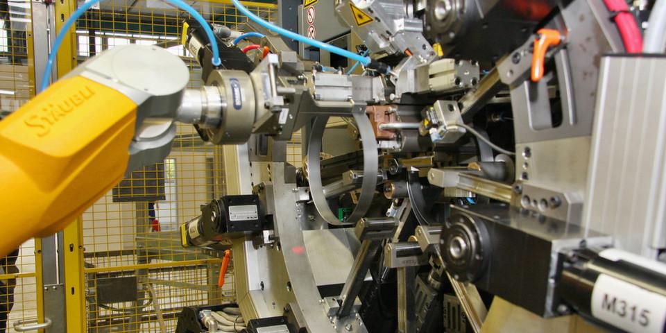 """Labels an jedem Werkstück und die vollständige Vernetzung von Machinen sind das """"Internet of Things"""" und läuten die vierte industrielle Revolution ein."""