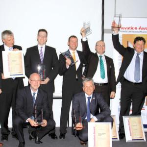 Die glücklichen Sieger des diesjährigen Innovation Awards der Fachmarken PROCESS, PharmaTEC und Schüttgut auf der Powtech 2013 in Nürnberg. Eine ausführliche Gallery finden Sie im Text.