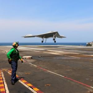 Drohnen-Landung auf Flugzeugträger schreibt Luftfahrtgeschichte