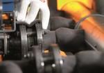 """Weniger Wärmeverluste: Das flexible Isoliermaterial """"Conti Thermo-Protect"""" kann zur Isolierung von Leitungssystemen im Automobilbereich und in der Fertigung eingesetzt werden."""