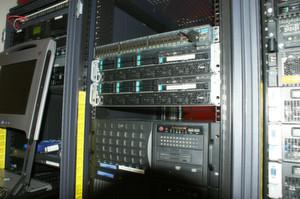 Die beiden Server erlauben rund 100 produktive virtuelle Maschinen.