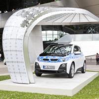 Solarladestation vor BMW Welt ausgestellt