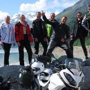 »bike und business«-Motorradtour 2013: Gipfelstürmer lassen die Alpen glühen
