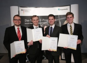 v.l. Arne Brix, Stephan Leppler, Julian Timpner, Morten Wetjen und Jörg Christensen sind die E-Drive Studienpreisgewinner 2013.