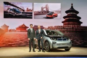Die Weltpremiere des elektrischen BMW i3 in Peking, London und New York - v.l Dr. Friedrich Eichiner, Mitglied des Vorstands der BMW Finanzen; Harald Krüger, Mitglied des Vorstands der BMW Produktion
