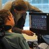 So können schwerbehinderte Menschen jetzt per Blick kommunizieren