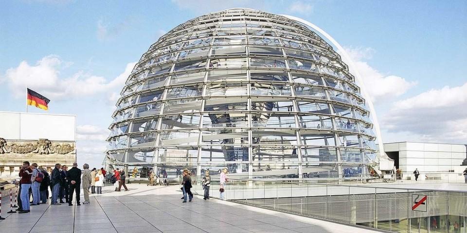 Die Kuppel des Reichstags symbolisiert die Transparenz der Politik – doch die Parteien haben Nachholbedarf
