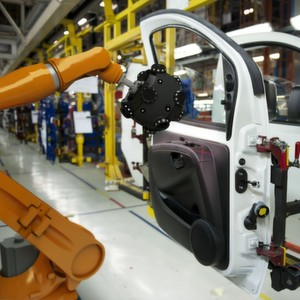 Für die automatisierte 3D-Inspektion von Teilen direkt im Fertigungsbereich bietet Creaform seit kurzem mit dem Metra-Scan-R-Scanner eine robotergeführte optische Lösung an.