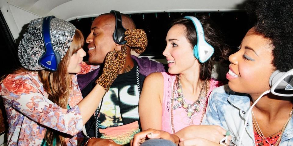 Da ist Musik drin: Kopfhörer und Lautsprecher für mobiles Hörvergnügen