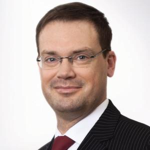 """Dr. Oliver Greiner: """"Die wachsende Anzahl von Elektrofahrzeugmodellen und deren Preisentwicklung stimmen zuversichtlich."""""""
