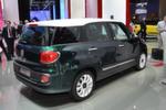 Bei Fiat feiert der 500 L Living Premiere. Der bisher größte Ableger der 500er-Familie ist rund 80 Zentimeter länger als das Original und hat Platz für bis zu sieben Personen.