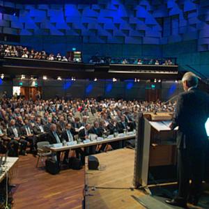 Teilnehmer aus aller Welt werden auch zum Aachener Werkzeugmaschinen-Kolloquium AWK 2014 erwartet.