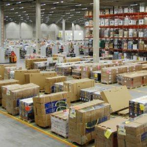 In Großbritannien setzt Amazon auf Mini-Lager. In Deutschland, wie hier in Bad Hersfeld, dominieren die großen Logistikzentren das Bild der Amazon-Logistik.