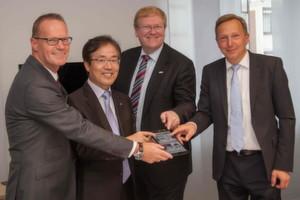 Internationale Kooperation geplant: Michael Ganser, Cisco, Byunghoon Min, LG, Dr. Stefan Hartung, Bosch und Dr. Martin Schumacher, ABB (v.l.n.r.)