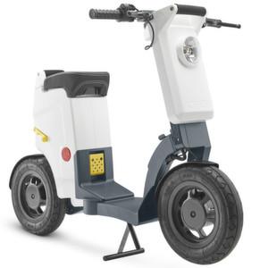 Ein E-Scooter zum Mitnehmen: Der 30-kg-Klapproller mit 25 km/h Höchstgeschwindigkeit hat eine Reichweite von 35 km.