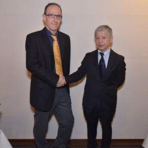 Links: Dipl.-Ing. Reinhold Schmid, Geschäftsführer von Embedded Tools, rechts: Atsushi Nakayama Overseas Sales Manager von Gaio Technology aus Japan.