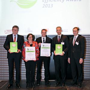 Die Vertreter der SKF GmbH (erster und zweite von links) sowie der Schreiner Group freuen sich über ihre Auszeichnung.