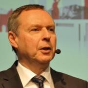 Hans-Joachim Radde stellte in Würzburg das Konzept des ersten Gebrauchtwagen-Zentrums der Audi Retail Group vor.