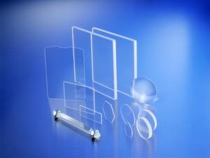 Die transparente Keramik Perlucor: Sie könnte beispielsweise eingesetzt werden für Endoskoplinsem sowie generell Optiken mit Körperkontakt, darunter körperberührende Laseroptiken: Hier ist vor allem die Bioinertheit und die chemische Beständigkeit von Vorteil.