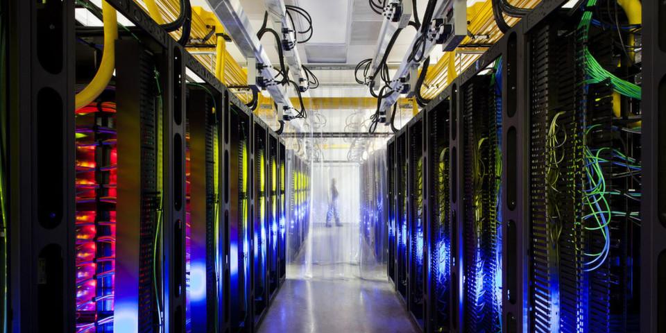 """Virtuelle Linux-Maschinen als """"Infrastructure as a Service"""": Google geht mit Compute Engine in direkte Konkurrenz zu Amazon Elastic Compute Cloud (EC2)."""