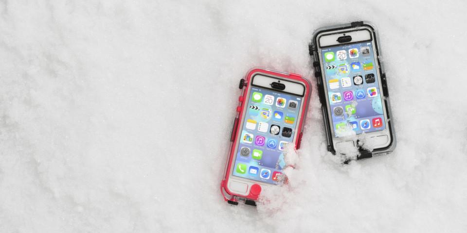 Das Survivor + Catalyst Waterproof Case von Griffin eignet sich ideal für alle Wintersportler, die Ihr iPhone unterwegs vor Schnee und Matsch schützen wollen.