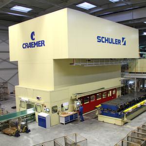 Die beim Automobilzulieferer Craemer in Betrieb genommene Servo-Transferpresse ist die bislang größte Presse dieser Art aus dem Hause Schuler.
