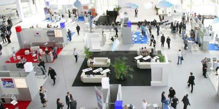 Fachmesse CloudZone in Karlsruhe: Cloud-Spezialisten zeigen auf, wie bestehende Businessprozesse durch Software as a Service ins Internet verlagert werden können und wie der Zugriff von allen Geräten und allen Orten möglich ist.