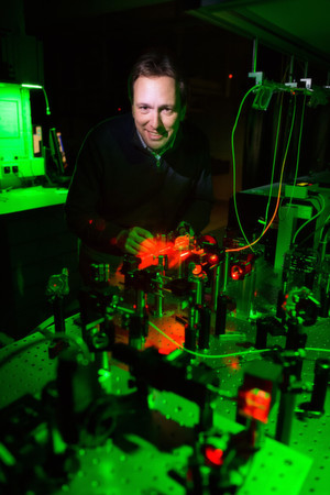 Christoph Becher ist einer von fünf Quantenphysikern an der Saar-Uni, die den Stand der Technik in Sachen Quantencomputer beurteilen können.