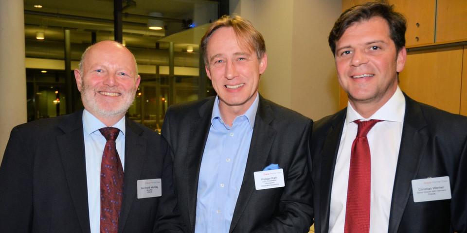 Der Hersteller mit einem seiner Top-Partner (v. l.): Bernhard Montag, Marketing Manager bei Oracle, Rüdiger Rath, Geschäftsführer Inforsacom, und Christian Werner, Channel-Chef von Oracle.