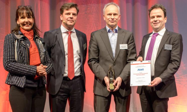 Auch Awards gab es am Oracle Partner Day. Die Channel-Verantwortlichen Silvia Kaske und Christian Werner (2.