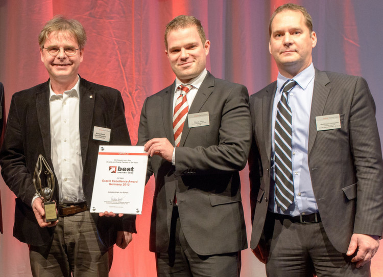 "Der ""Oracle-on-Oracle Partner of the Year"": Michael Beeck, Geschäftsführer Best Systeme (l.) mit den Oracle-Managern Tilman"