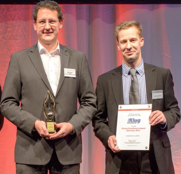 """Martin Klier von Klug erhielt den Award als """"ISV Partner of the Year"""" durch Michael Weschke,"""