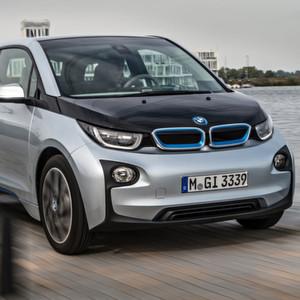 Immer mehr Elektro- und Hybridautos fahren auf Deutschlands Straßen: Der BMW i3 etwa ist seit November 2013 auf dem Markt.