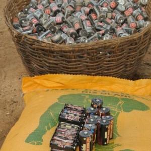 Reis statt Giftmüll: Ansmann unterstützt ein Pilotprojekt in Burkina Faso mit Ladegeräten zum Laden von Mono-Akkus mit Energie aus einer Solaranlage