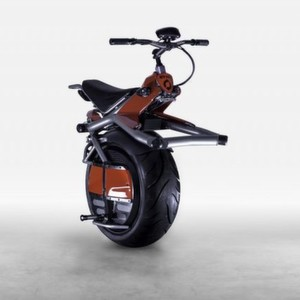 Elektrisch auf einem Rad unterwegs.