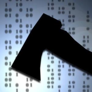 Nicht nur mit dem digitalen Äquivalent einer Axt, sondern mit immer ausgeklügelteren Waffen sind die Angreifer im Netz und in der Cloud unterwegs.