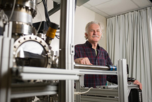 Beobachtet das Verhalten von Elektronen in Graphen-Nanobändchen: Professor Walt De Heer
