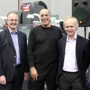 Der Anbieter von CAD-Software Autodesk hat das britische Unternehmen Delcam übernommen. Das Bild zeigt u.a. Carl Bass, Prasident und CEO von Autodesk (Mitte).