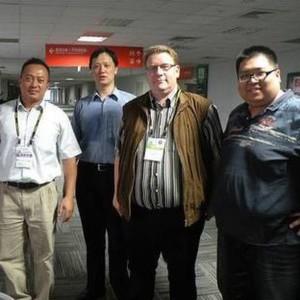Zu Gast beim Produktmanagement von Acrosser. Von links: Bob Tsai, Senior-Produktmanager; Haintz Sung, Produktmanager; Franz Graser, EP-Redakteur; Funway Liao, Produktmanager.