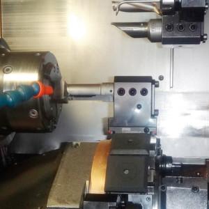 Bild 1: Das Auskammerwerkzeug ist so konzipiert, dass bei einem Rundlauf eine Schneide außen die Nut schneidet und die andere innen.