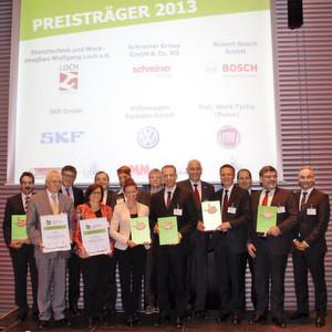 Die Preisträger des Lean & Green Award aus dem Jahr 2013. In diesem Jahr steht die Integration von Ressourceneffizienz in Management- und Produktionssysteme im Mittelpunkt.