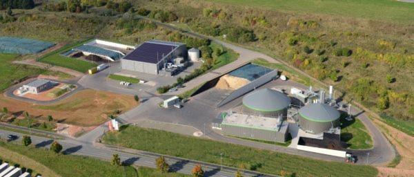 Das Bild zeigt ein Beispiel einer typischen mehrstufigen Biogasanlage.